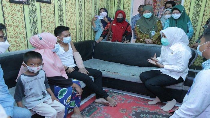 Wakil Walikota Palembang Bantu Korban Kecelakaan Kerja yang Ditelantarkan oleh Perusahaan