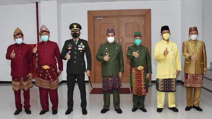 Wali Kota SN Prana Putra Sohe dan Pejabat Pemkot Lubuklinggau pasca mengikuti upacara Hari Lahir (Harlah) Pancasila secara virtual, Selasa (1/6/2021).
