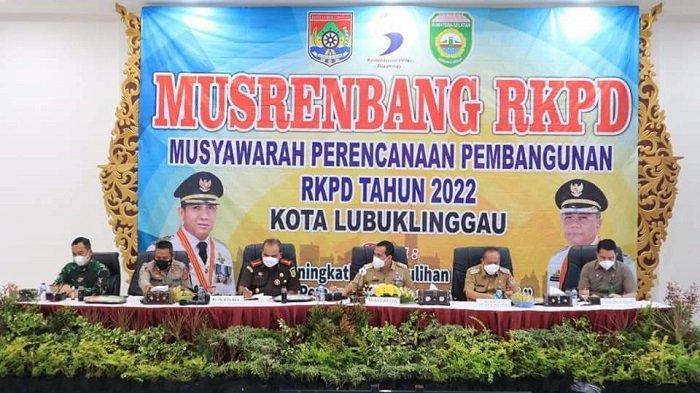Wali Kota Lubuklinggau, H SN Prana Putra Sohe memimpin musyawarah rencana pembangunan (Musrenbang) Kota Lubuklinggau 2021 dan penyusunan Rencana Kerja Pemerintah Daerah (RKPD) tahun 2022