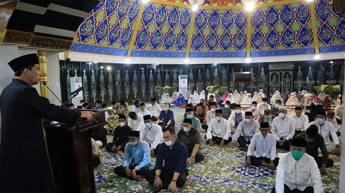 Sholat Tarawih Berjaamaah Bersama Jajaran, Wako Linggau Minta Jaga Kekompakan