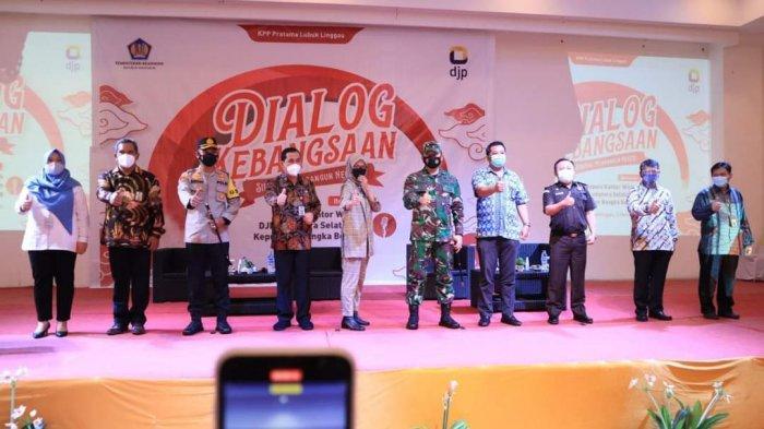 Wali Kota Lubuklinggau, H SN Prana Putra Sohe menghadiri acara dialog kebangsaan dengan tema Sinergi Membangun Negeri bersama Kakanwil DJP Provinsi Sumsel dan Kepulauan Bangka Belitung, di Ball Room Hotel Dewinda Lubuklinggau, Kamis (4/3/2021)