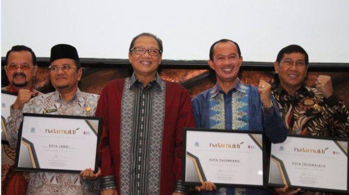 Ribuan UMKM Nikmati Bantuan Tanpa Bunga, Walikota Harnojoyo Terima Penghargaan Natamukti 2018