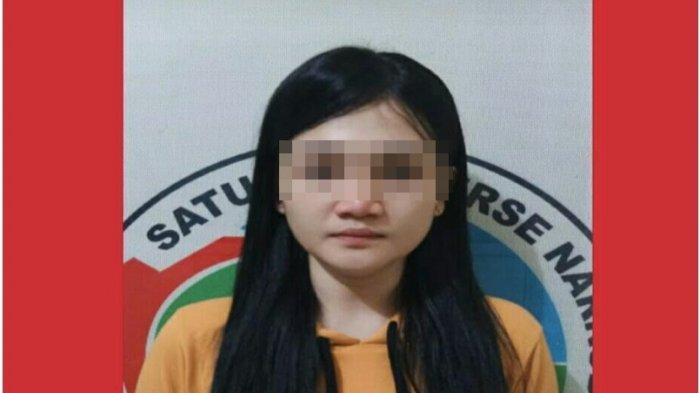 Perempuan Muda Berusia 22 Tahun di Lahat Ini Hanya Pasrah Saat Digelandang Polisi