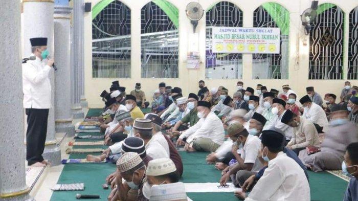 Wawako Lubuklinggau Serahkan Bantuan untuk Masjid Nurul Ikhsan