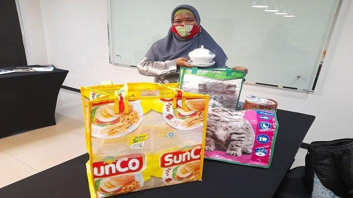 Sulap Sampah Menjadi Produk Cantik Bernilai Ekonomi di 2 Ilir Palembang