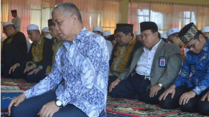 Persiapan Ujian Nasional, Kepala Dinas Pendidikan Sumsel Imam Salat Istighosah di SMKN 3 Palembang