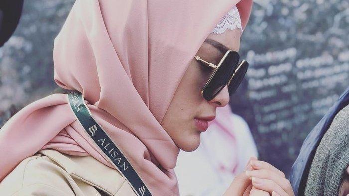 Zaskia Gotik Tampil Berhijab di Depan Publik, Meminta Doa : Kita Muslimah