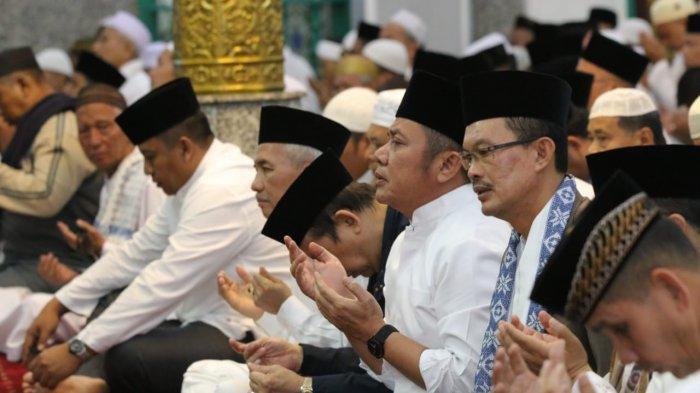 Gubernur Herman Deru Zikir Akhir Tahun 2018 Bersama Masyarakat Palembang Di Masjid Agung