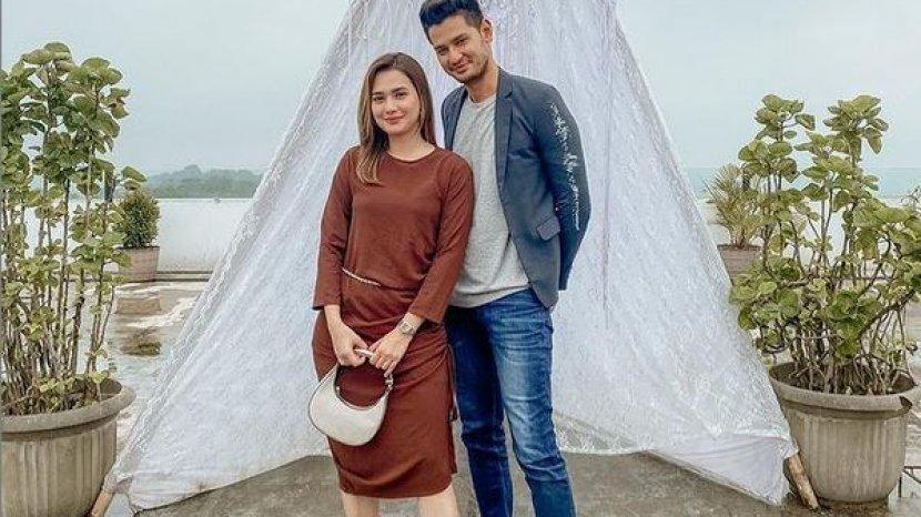 Tag Mayang Yudittia Unggah Foto Bareng Michelle Ikatan Cinta Kevin Hillers Pemeran Angga Didoakan Berjodoh Tribun Sumsel