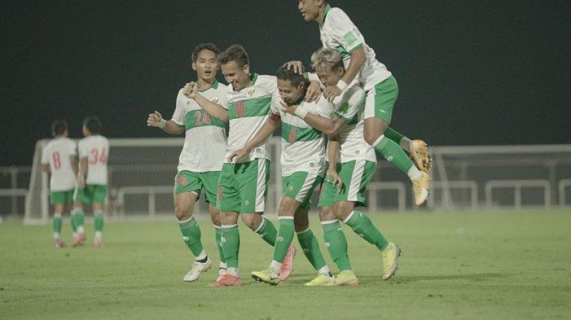 perayaan-gol-evan-dimas-dalam-laga-uji-coba-timnas-indonesia-vs-oman.jpg