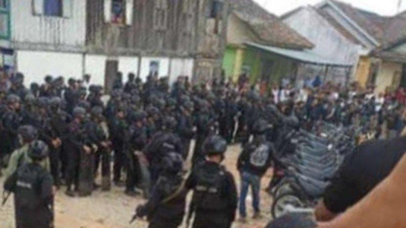 puluhan-anggota-brimob-bersenjata-lengkap-muratara313141.jpg