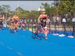 69-atlet-u23-women-langsung-menyambung-tahapan-bersepeda-sepanjang-665-kilometer_20170721_090451.jpg