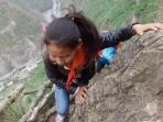 anak-anak-desa-atuler-memanjat-tebing-curam-setinggi-800-meter_20160528_124111.jpg
