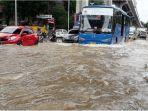 banjir-di-jalan-kol-h-barlian-palembang.jpg