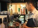 barista-buat-kopi-palembang.jpg