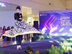 batik-durian-saat-diperagakan-dalam-acara-linggau-fashion-show.jpg