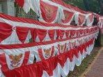 bendera-merah-putih-di-jalan-pom-ix.jpg