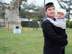 caption-alvin-faiz-bersama-anaknya.jpg