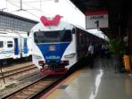 direktur-utama-pt-kereta-api-indonesia-kai-edi-sukmoro-meresmikan-kereta-kesehatan_20151213_071554.jpg