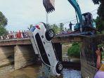 evakuasi-mobil-kecelakaan-masuk-sungai-di-sukaraja-oki.jpg