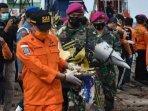 evakuasi-serpihan-pesawat-sriwijaya-air-sj-182.jpg