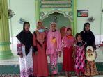fatimah-39-bersama-tujuh-anak-perempuannya.jpg