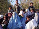 file-foto-ini-diambil-tanggal-4-november-2001-menunjukkan-penduduk-desa-kalaqata-afghanistan.jpg
