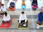 foto-ilustrasi-umat-muslim-melaksanakan-salat-idul-adha-di-masjid-agung-jawa-tengah.jpg