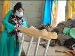gadis-yang-mengalami-disabilitas-nuri-wulandari-membuat-masker123.jpg