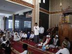 gubernur-di-masjid-kh-bakhi.jpg