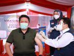 gubernur-sumsel-herman-deru-saat-disuntik-vaksin-3.jpg