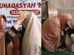 ibu-ingin-cium-kaki-anaknya-setelah-berhasil-hafalkan-30-juz-al-quran.jpg