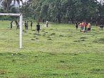 ingin-aktifkan-pembinaan-sepakbola-old-star-tanjung-enim-kerja-bakti-perbaiki-lapangan-talang-jawa.jpg