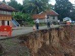 jalan-longsor-di-desa-keban-kecamatan-sanga-desa.jpg