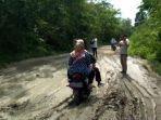 jalan-poros-kecamatan-rawas-ulu-kecamatan-nibung-rusak-parah.jpg
