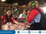 jelang-puasa-pedagang-ayam-di-pasar-km-12-alang-alang-lebar-justru-sepi-pembeli_20180516_114612.jpg