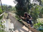 jembatan-gantung-di-desa-pasenan-kecamatan-stl-ulu-terawas-kabupaten-musi-rawas-rusak.jpg