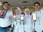 karyawan-bni-saat-menunjukkan-aplikasi-mobile-banking-bni.jpg