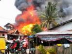 kebakaran-terjadi-di-area-padat-penduduk-tepatnya.jpg