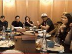 keluarga-anang-hermansyah-menggelar-acara-makan-malam-bersama-keluarga-finalis-indonesia-idol.jpg