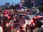 kemacetan-yang-terjadi-di-jalan-jenderal-sudirman-kota-palembang-setelah-diguyur-hujan.jpg