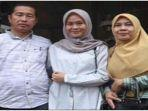 kepala-dinas-pendidikan-pali-kamriadi-spd-mpd-bersama-istri-dan-anak-123.jpg