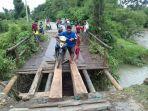 kondisi-kerusakan-jembatan-yang-menyebabkan-longsor-hingga-terputus_20180429_194944.jpg