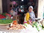 leni-37-pedagang-cabai-di-pasar-tradisional-martapura-kabupaten-oku-timur.jpg
