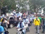 mahasiswa-di-kambang-iwak1212.jpg