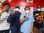 manajer-tim-sriwijaya-fc-hendriansyah-st-msi-bersama-koordinator-tiga-kelompok-suporter.jpg