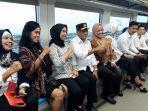 menteri-perhubungan-budi-karya-sumadi-menaiki-light-rail-transit-lrt-sumsel.jpg