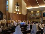 mgr-yohanes-harun-yuwono-ditahbiskan-jadi-uskup-agung-palembang.jpg
