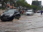 mobil-terobos-banjir.jpg