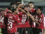 para-pemain-bali-united-melakukan-selebrasi-usai-mencetak-gol-di-ajang-liga-1-indonesia.jpg